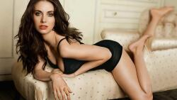Alison Brie American Actress Celebrity Girl Wallpaper #001