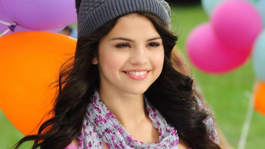 Beautiful Selena Gomez American Singer Actress Celebrity Girl Wallpaper #318