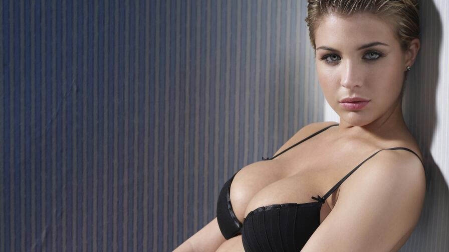 Sensual Babe Gemma Atkinson Hot Blonde English Model Girl Wallpaper #046